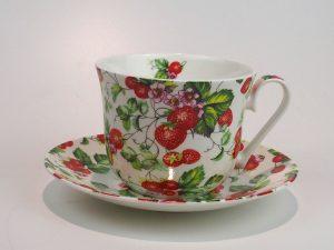 Flot porcelæns tekop med underkop 0,5 L med motiv af jordbær.